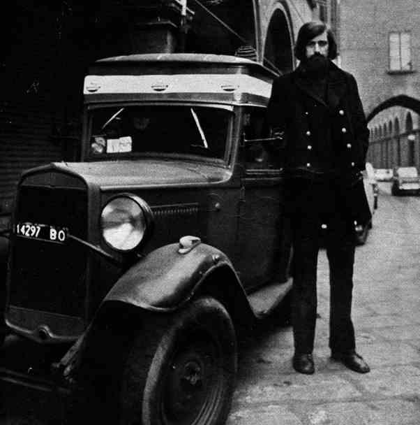 Francesco Guccini, 1977, foto a corredo di un'intervista su Grand Hotel