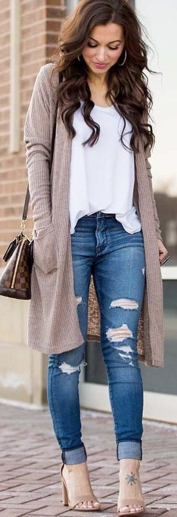 #spring #outfits woman wearing grey long cardigan standing staring down. Pic by @lipglossandlabels