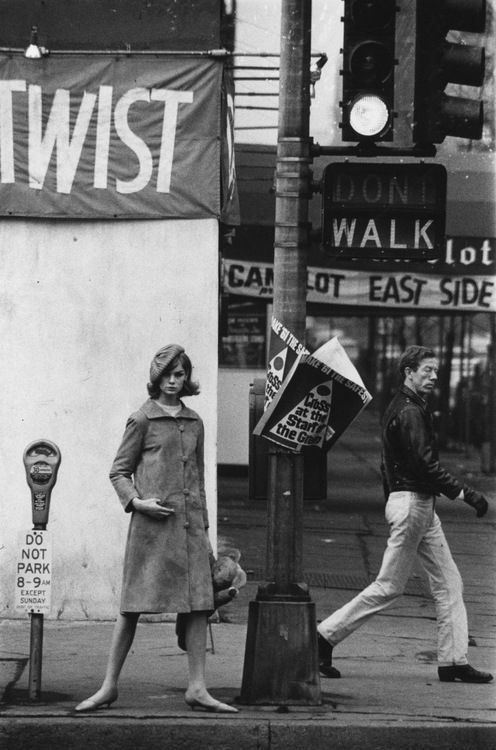 "reminds me of Smithereens! ""she had hair like jeannie shrimpton back in 1965""    Jean Shrimpton photographed by David Bailey in New York City, 1962."