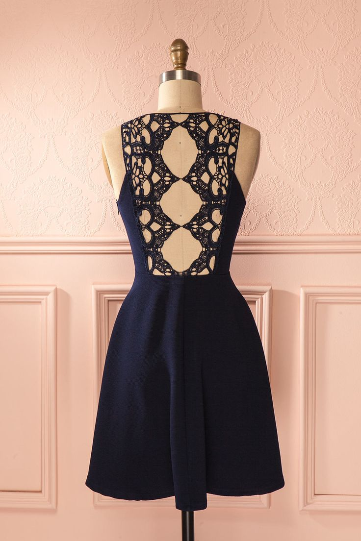 Tel un papillon baroque, des ailes de dentelle ornent son dos.  Lace wings adorn her back like a baroque butterfly.  Navy blue lace back dress www.1861.ca