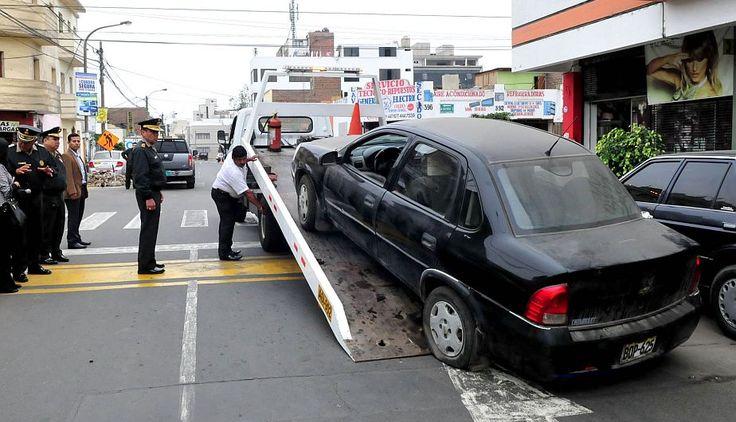 Policía traslada automóviles varados en comisarías de Lima a depósito #Peru21