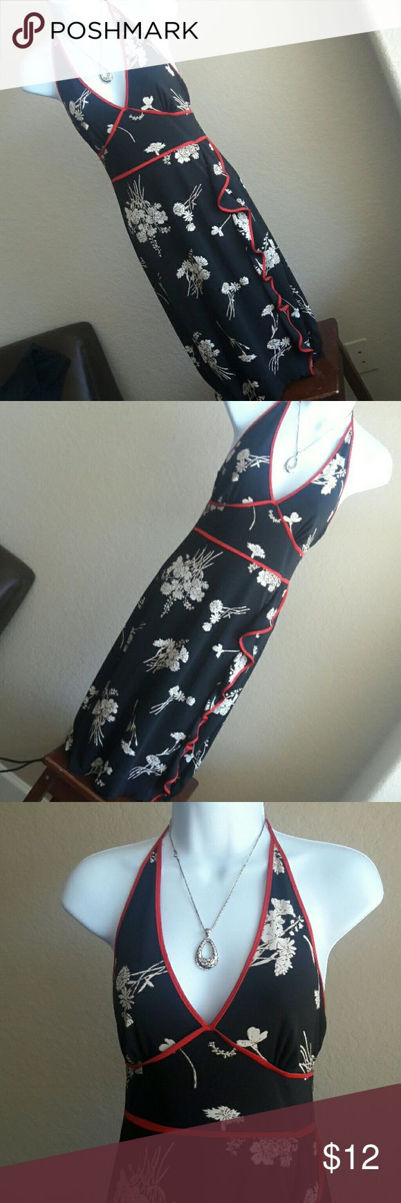 V-Neck Halter Woman's Dress floral Used in perfect conditions V-Neck Halter Woman's floral midi dress.   Accesories not included. Bundle and save more! Charlotte Russe Dresses Midi