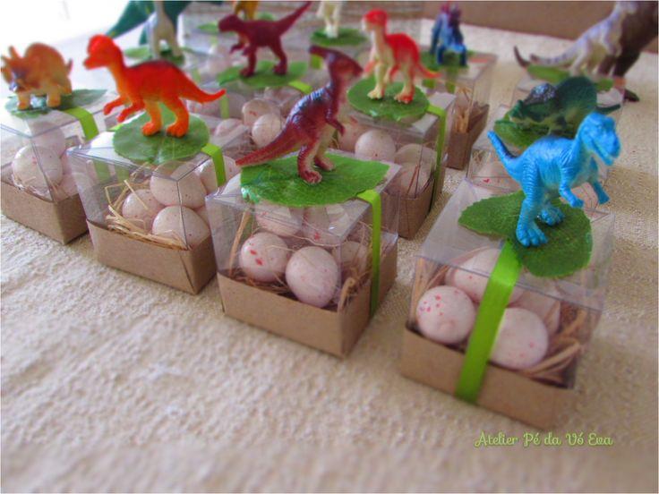 Festa dinossauro - Lembrancinhas Ovos de dinossauro com mini dinossauros