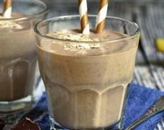 Smoothie à la banane, avoine et chocolat noir : http://www.fourchette-et-bikini.fr/recettes/recettes-minceur/smoothie-la-banane-avoine-et-chocolat-noir.html