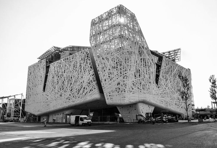 Italy Pavilion at Expo Milano 2015 gains top hits with its porous facade