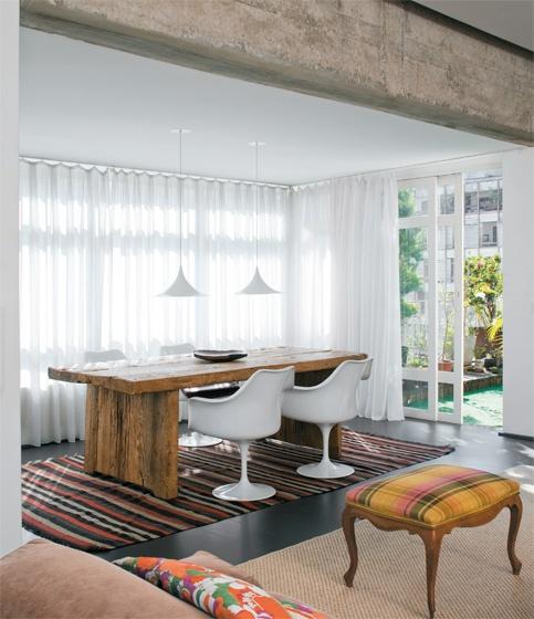 Sala de Jantar, Viga em Concreto Aparente, Mesa de Madeira: