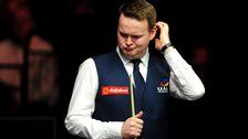Defending champion Shaun Murphy gifts Mark Allen a frame in a 6-4 defeat in the first round of the Masters.