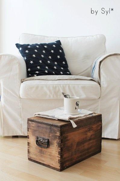 Schöne, schlichte Holztruhe, Holzkiste aus Frankreich die gerne als Aufbewahrung oder als Tischchen benutzt werden kann:-)