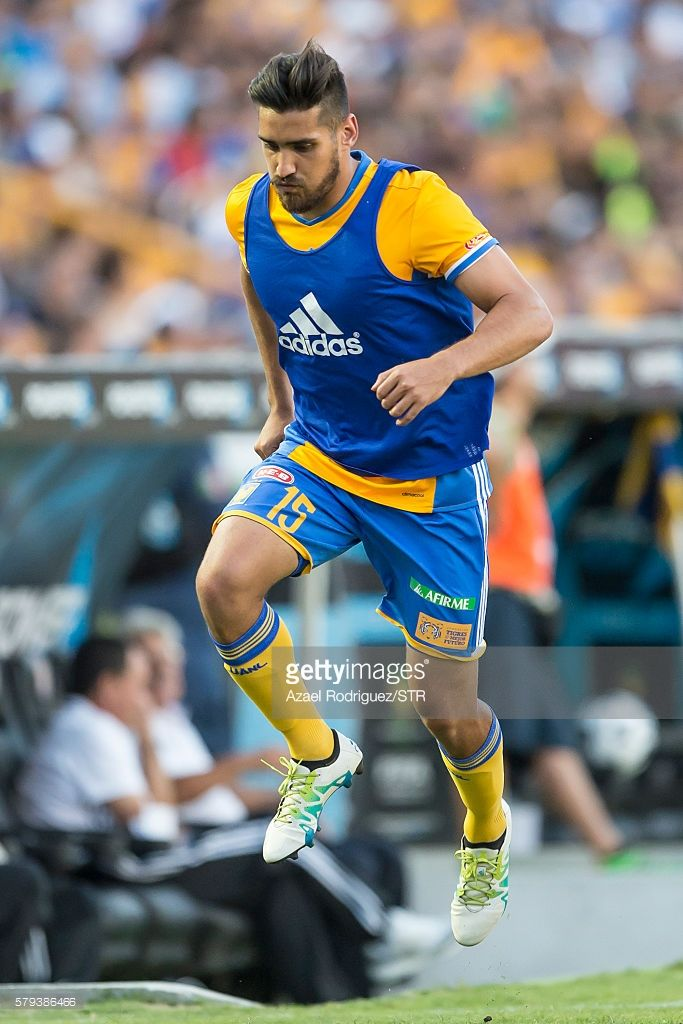Manuel Viniegra of Tigres warms up during the 2nd round match between Tigres UANL and Atlas as part of the Torneo Apertura 2016 Liga MX at Universitario Stadium on July 23, 2016 in Monterrey, Mexico.