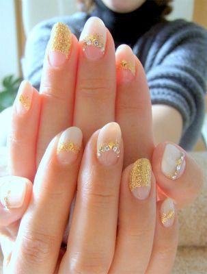 運気アップ☆ ホワイトベージュの逆フレンチ&ゴールドラメネイルの画像 | 京都・今出川のプライベートネイルサロン bliss nail(ブリスネ…
