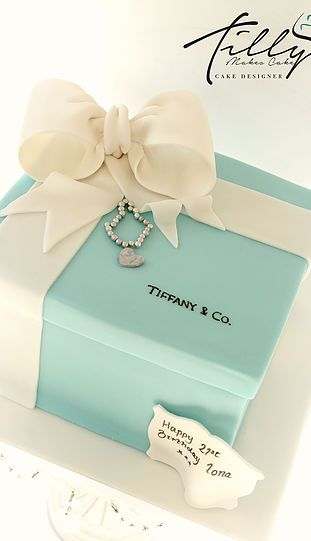 Tiffany birthday cake, box jewels, bracelet, giant bow, birthday, tilly makes cake glasgow