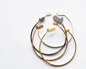 Set van 4 eenvoudige stapelen hart armbanden met van eried op Etsy