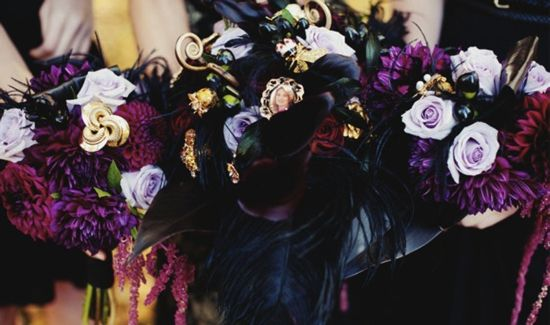Here's what your Halloween wedding flowers should look like!