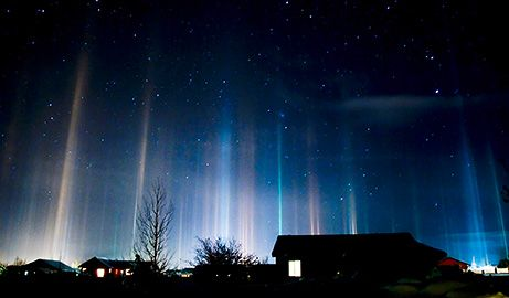light pillars. They appear when artificial light  or natural light bounces off the facets of flat ice crystals wafting relatively close to the ground.-nat geo.Sun Moon, Trav'Lin Lights, Ice Crystals, Northern Lights, Lights Show, Lights Pillars, Nature Phenomena, Night Sky, Cold Weather