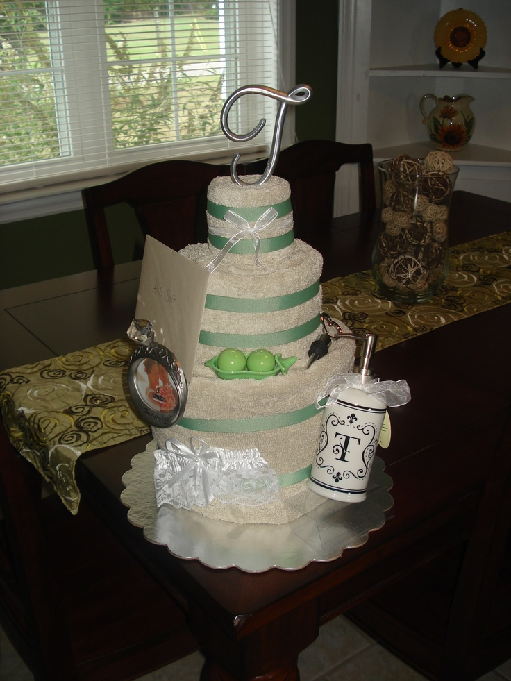 Towel Cake: Shower Ideas, Wedding Shower Gifts, Towel Cakes, Wedding Ideas, Gift Ideas, Baby Wedding Shower, Gift Cakes, Wedding Gifts