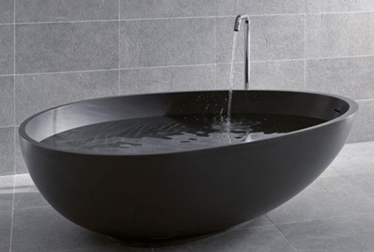 Zwarte, vrijstaande badkuip