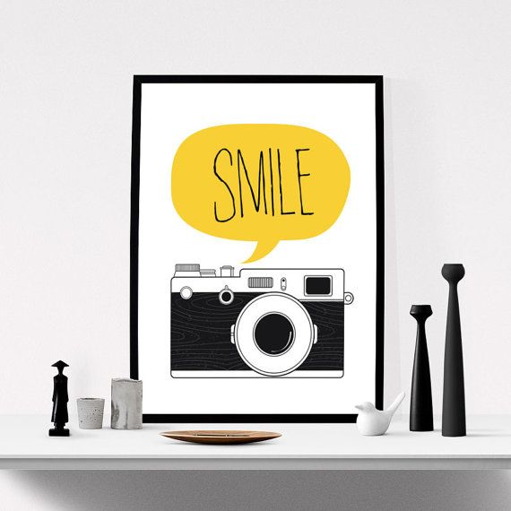 ANGOLO TV - Camera Print Smile Art Vintage Camera Poster di ILovePrintable