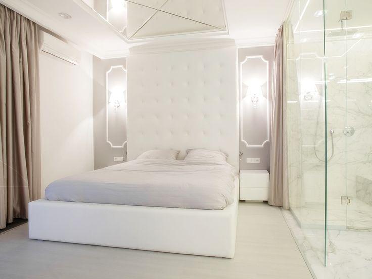 sypialnia zintegrowana z łazienką