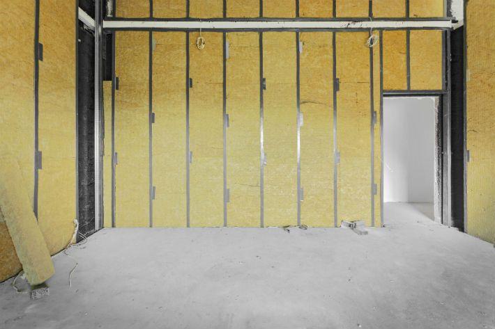 Comment isoler un mur : https://www.forumbricolage.fr/fiches-travaux/comment-isoler-mur