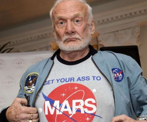 Image: Astronaut Buzz Aldrin Rolls Out the Red Carpet for Mars