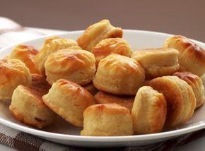 Vajdasági sós Anyukám kedvenc sós süteménye. Kívül ropog, belül puha, és nagyon sajtos. Hozzávalók : Tészta: 80 dkg liszt 5 dkg élesztő 5 dl...