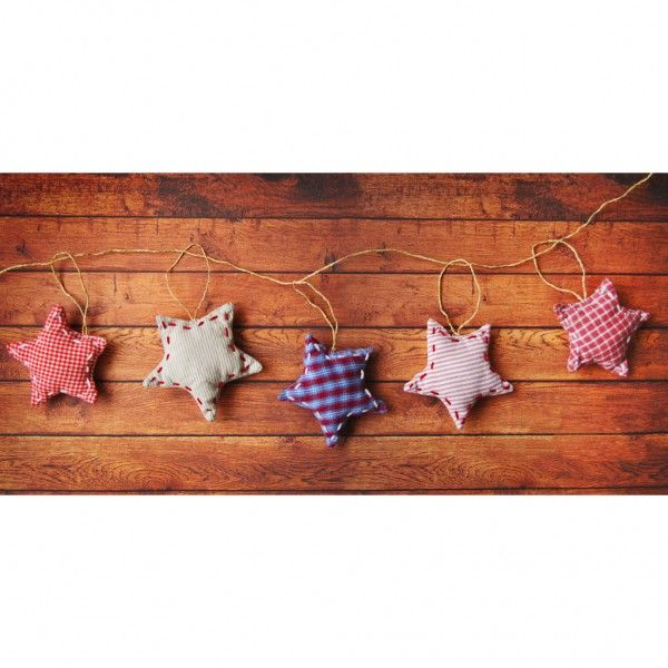 Ghirlanda cu stelute realizate din material textil. Stelutele sunt cusute manual.Caracteristici:Nr strelute: 5Dimensiune steluta: 5-6 cm* Lavabila la 95 °C maxim.