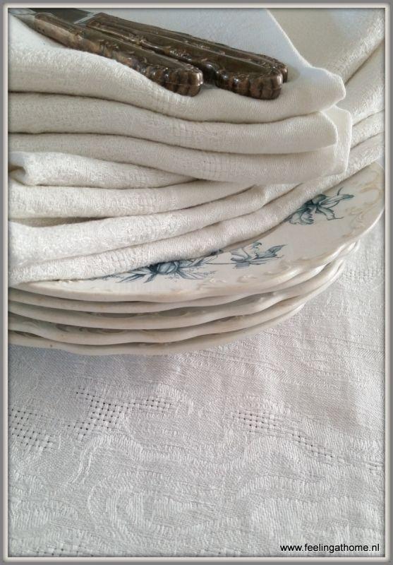 Damasten tafelkleed 160 * 150 + servetten