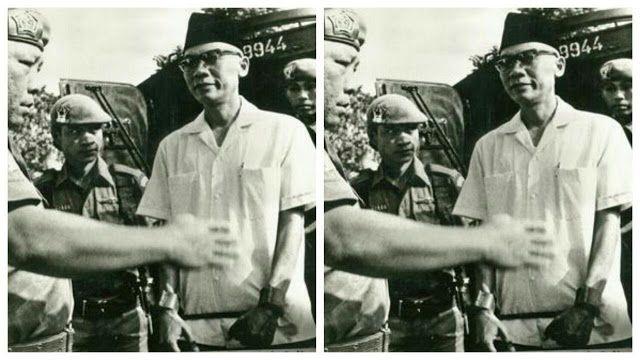 Berita Islam ! Faktanya Sekjen PKI Meminta Maaf & Akui Kejahatan G 30 S / PKI... Bantu Share ! http://ift.tt/2xbpXW8 Faktanya Sekjen PKI Meminta Maaf & Akui Kejahatan G 30 S / PKI  Tulisan disadur dari tulisan Aktivis 'Zeng Wei Jian' - Di depan Mahmilub Sudisman tegas menyatakan dia dan beberapa pimpinan PKI terlibat G30S. Atas kesalahan itu dia minta maaf. Mahmilub memberi vonis hukuman mati. Tahun 1968 dia dieksekusi. Sebelumnya tanggal 6 Oktober 1965 di Sidang Paripurna Kabinet Dwikora…