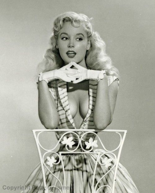 Old fashioned pin up beauty Betty Brosmer