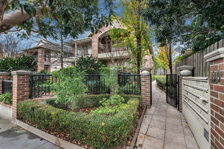 12/60 Harp Rd, KEW. Private Sale. SOLD $401,000