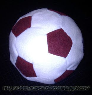 Delein Padilla y sus manualidades: Como hacer un cojín en forma de Balón de Futbol