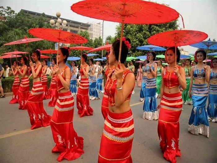dai women, china