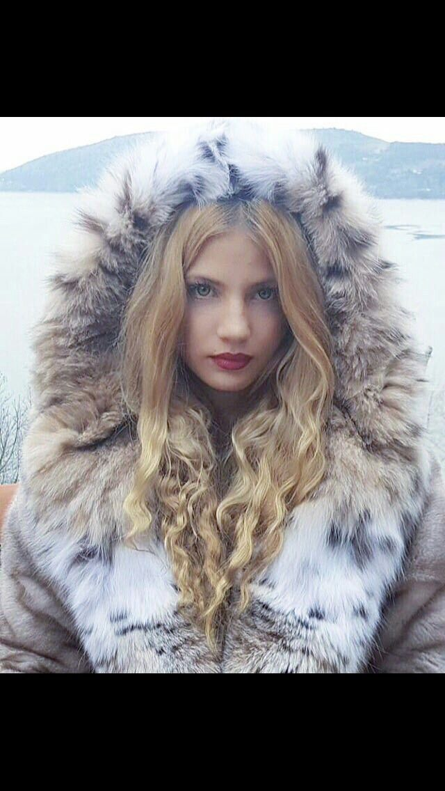 White lynx hood by Samel furs!! #lynx#fur#hood
