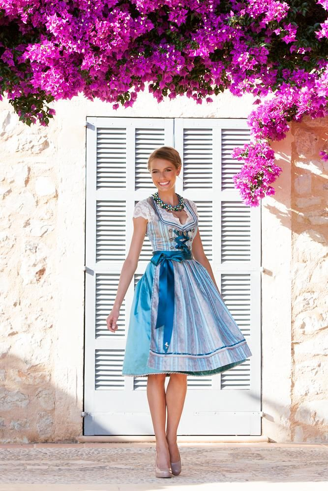 AlpenHerz ♥ Dirndl - exklusives #Traditionsdirndl mit besticktem Mieder in zartem hellblau mit einer doppelten Seidenschürze in beige/gold von der Dirndlmanufaktur #Alpenherz aus Kempten im Allgäu #Couture #Dirndl #Oktoberfest #blau #hellblau #dunkelblau #silber #grau #Schürze #Schleife #Muster #Frühling #Sommer #Frühjahr #Mode #Fashion #Inspiration #Germany #Feier #neu #Bayern #Hochzeit #wedding