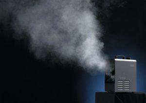 Wytwornice mgły. Czym się różni hazer i fazer. Jak dobrać płyn do wytwornicy mgły. Kiedy i jak je stosować. Powiemy jak korzystać oraz co opłaca się kupić i dlaczego. To i wiele więcej znajdziecie w tym artykule. #megascena #fazer #hazer #wytwornice #mgła #dym #antari #cameolight #adj #smokefactory #hazebase #looksolution #z350