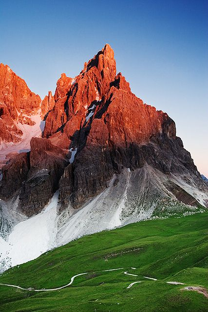 Le Dolomiti ,Cimon de la Pala - Primiero , provinca di Trento, Trentino-Alto Adige, Italia -- e' la bandiera italiana!