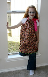 Pillowcase Dress TutorialPillows Cases, Pillowcases Dresses Tutorials, Crafts Ideas, Pillowcase Dresses, Sewing Projects, Pillowcase Dress Tutorials, Pillowca Dresses Tutorials, Room Somewh, Sewing Ideas