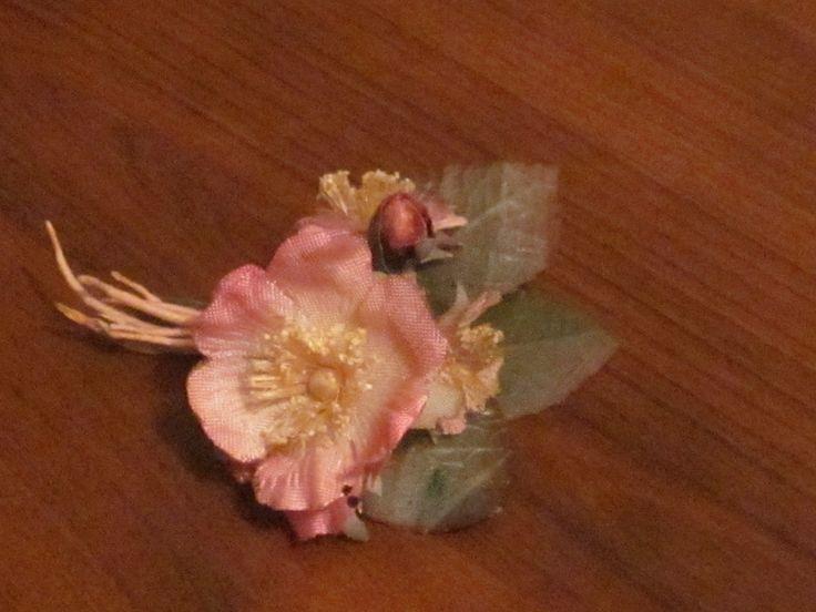 kumaş çiçekten broş