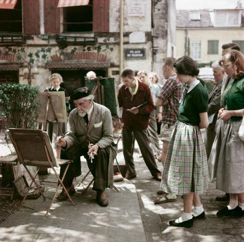 Montmartre, Paris, 1952. (Robert Capa's Unpublished Color Photographs Debut at ICP - LightBox).