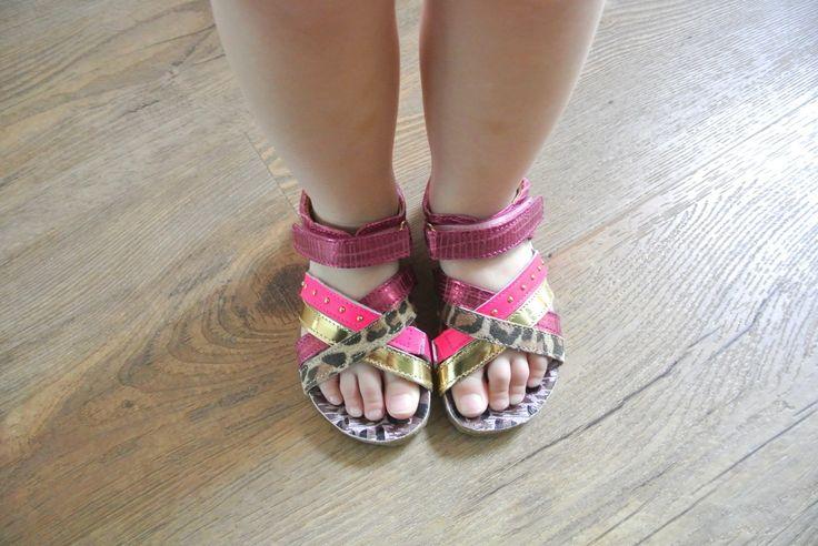 Fantastic moms testte de Shoesme webshop en bestelde deze zomerse sandalen :-)