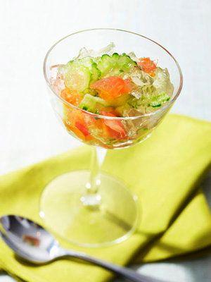 コンソメのジュレで食べるゴーヤーは、見た目にも涼しげ。バテた体にも優しい味わい。|『ELLE a table』はおしゃれで簡単なレシピが満載!