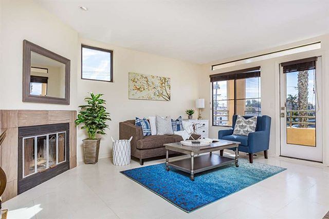 🎈🔥 OPEN HOUSE TODAY 2-4pm🔥🎈 Want to live in a beach community with a contemporary feel? 🏄🏻♂️ I GOT YOU!!! ✅💁🏻♀️ 🏡 4402 Mentone St #301 92107🏡 ☀️Corner unit, open & bright 🛏 2 bed 🛀 2 bath 📐981 sq ft  Features include: 💎 Natural limestone floors 🔥 Wood-burning fireplace with marble surround 💡 LED lighting ❄️ A/C 👚 In unit laundry 🚗 2 underground gated parking  #realestate #realtor #sandiegorealestate #realtorlife #beachliving #beachcondos #oceanbeach #oceanbeachliving…