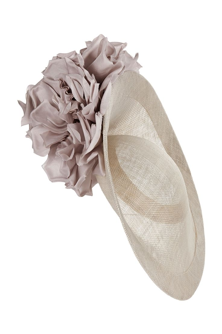 A beautiful soft grey side slice hat with wonderful silk corsage detailing on the underside of the brim. This hat was designed by British milliner Laura Apsit Livens. The hat is secured with combs and elastic band, which is worn behind the hair. The wonderful silhouette is available from the Suzannah boutique.x