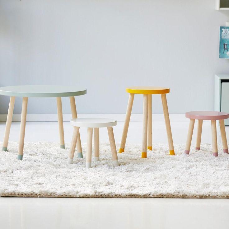 Mit vier Beinen auf dem Boden  Der Flexa Kinderstuhl PLAY hat durch seine vier Beine aus massivem Eschenholz einen besonders guten Stand und ist in edlem Weiß ein dezentes Möbelstück mit Design-Charakter.