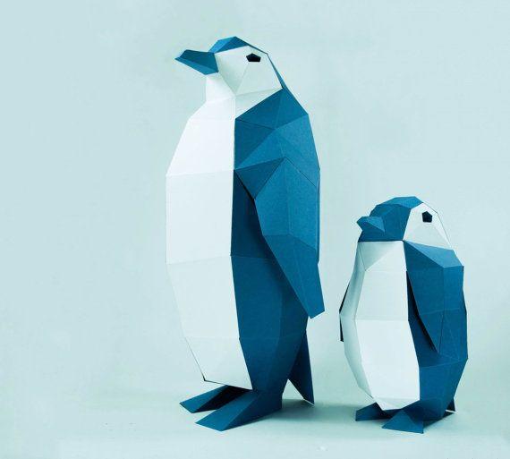 Vous pouvez faire vos propres modèles de pingouins Projets d'artisanat bricolage papier pour créer une sculpture en forme polygonale. C'est une sculpture en papier 3D papier qui peut être mises en place par pliage, collage et assemblage.  Il peut être placé comme l'art ou de décoration. Il semble vraiment grand et moderne à votre place.  Niveau de Difficulté : Moyen (il faut environ 4-5 heures pour construire)  Loisirs créatifs : Les pingouins modèles Les pingouins 1 taille : 46 cm hauteur…