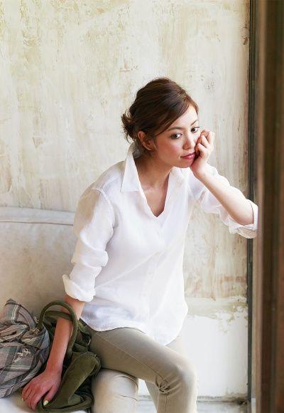 画像 : リネンシャツが今年も人気!春はサラッと着こなしたい♡ - NAVER まとめ
