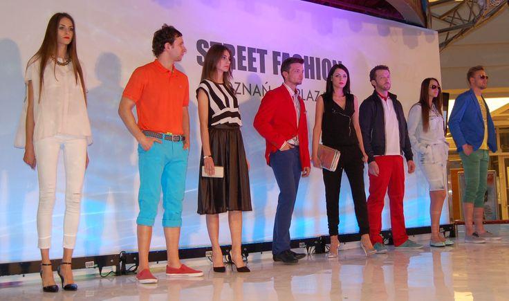Modele w stylizacjach od Piechocki Casual For Men w towarzystwie pięknych kobiet prezentujących kolekcję marki Mohito