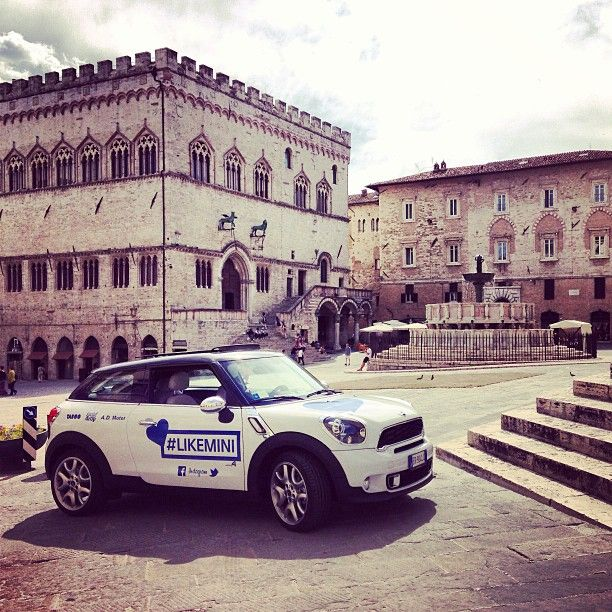 #Perugia Scatta con Instagram, twitta o posta su Facebook con #likemini