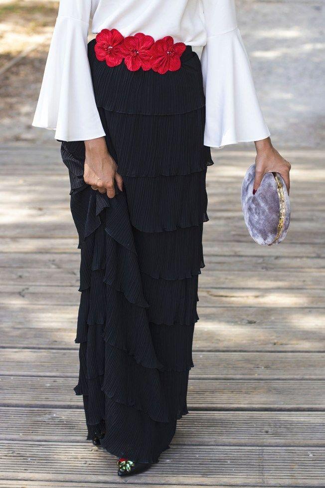 a375fd59b Look invitada perfecta boda vestido largo falda larga manga larga blanco  negro Wild Pony
