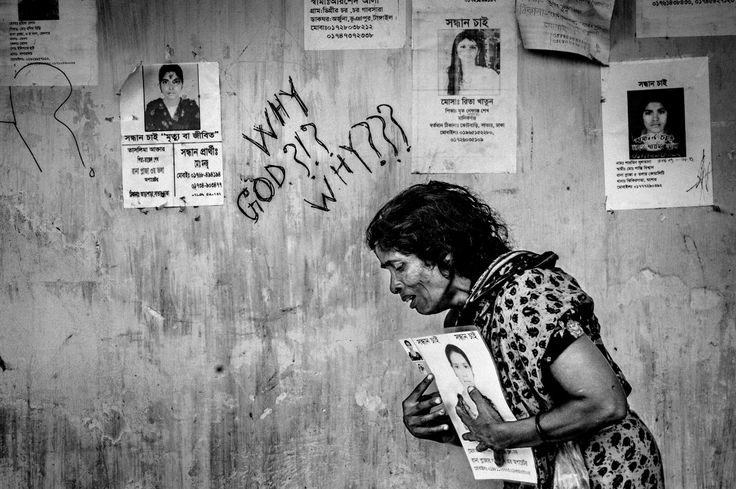 2014, Spot News, 3rd prize stories, Rahul Talukder, Bangladesh COLLAPSE OF RANA PLAZA A woman weeps and holds the picture of a loved one who was a victim of the building collapse.